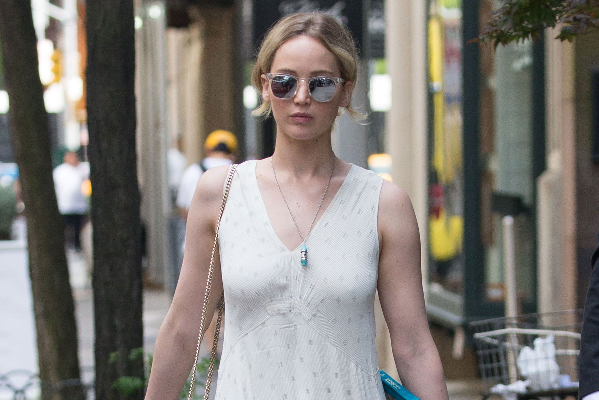 Jennifer Lawrence's 'poetry book' actually just a purse ...