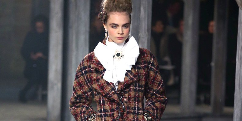 71970a04495 A Look Back At Cara Delevingne's Best Runway Moments - News Need News