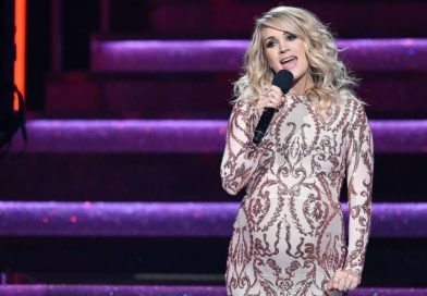 Carrie Underwood reveals she's having a boy at CMA Awards