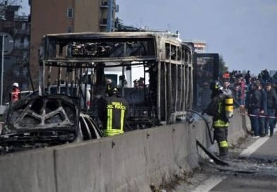 Bus driver in Italy abducts 51 children, sets bus on fire to protest migrant deaths