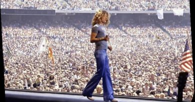 What Robert Plant Was Singing About on the Led Zeppelin Classic 'The Ocean'