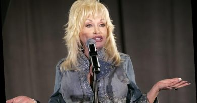 When Dolly Parton Was Born Her Parents Paid the Doctor Who Delivered Her in Cornmeal